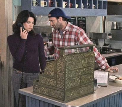 lorelai and luke and the diner stars hollow gilmore girls